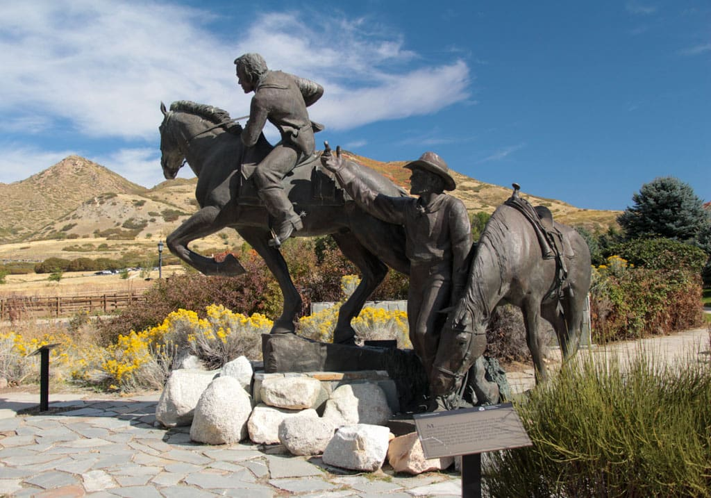 Monument of 2 horses with riders