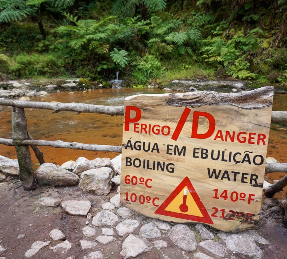 Sign warning water temperature Caldeira Velha hot springs