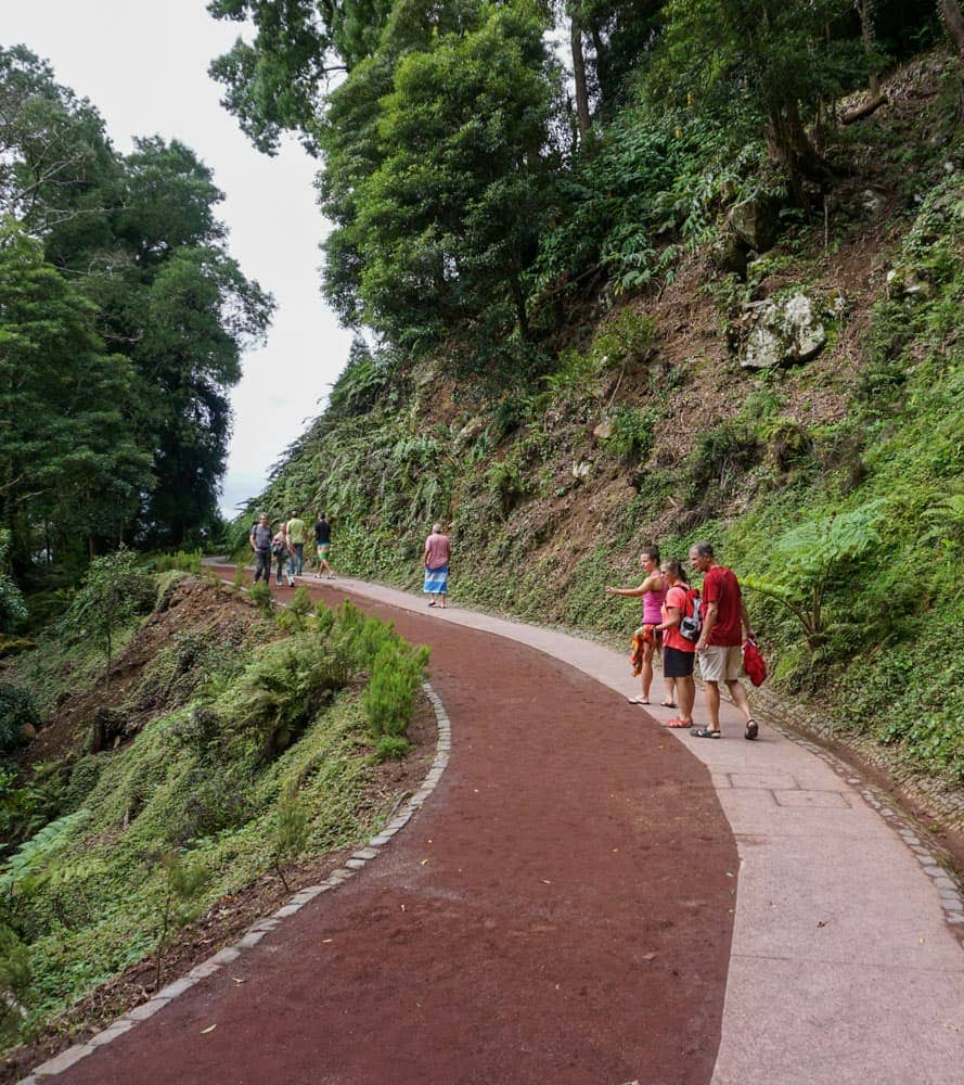 People entrance trail Caldeira Velha