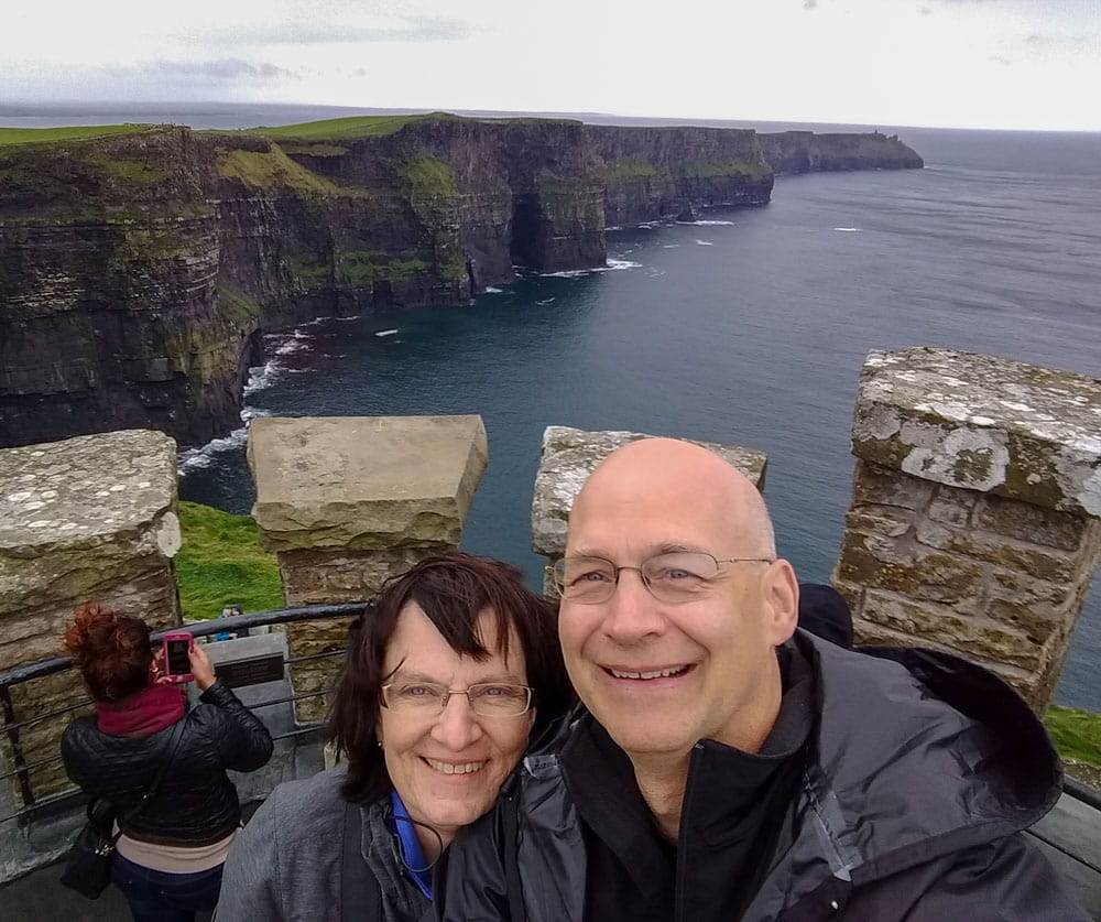 Couple Cliffs of Moher and ocean background